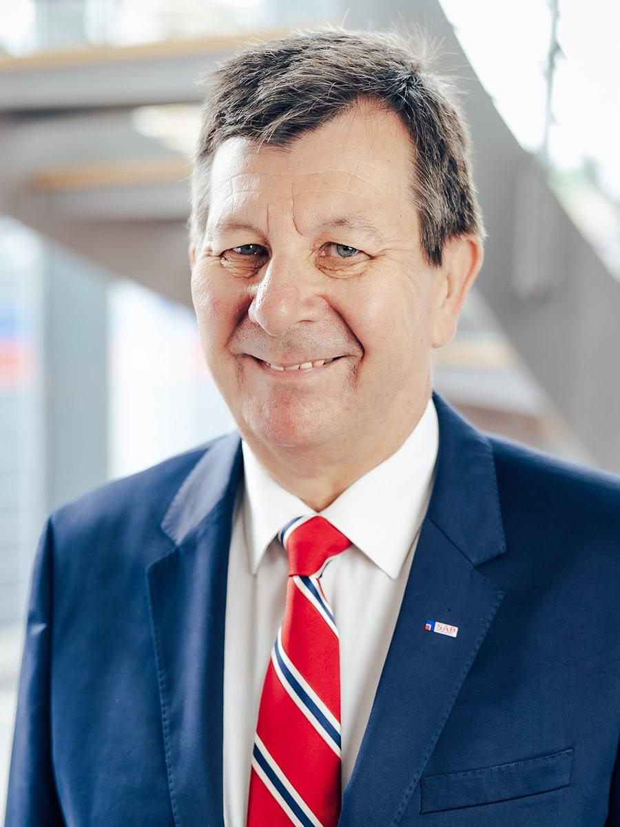 Dr. Ernst Wustinger